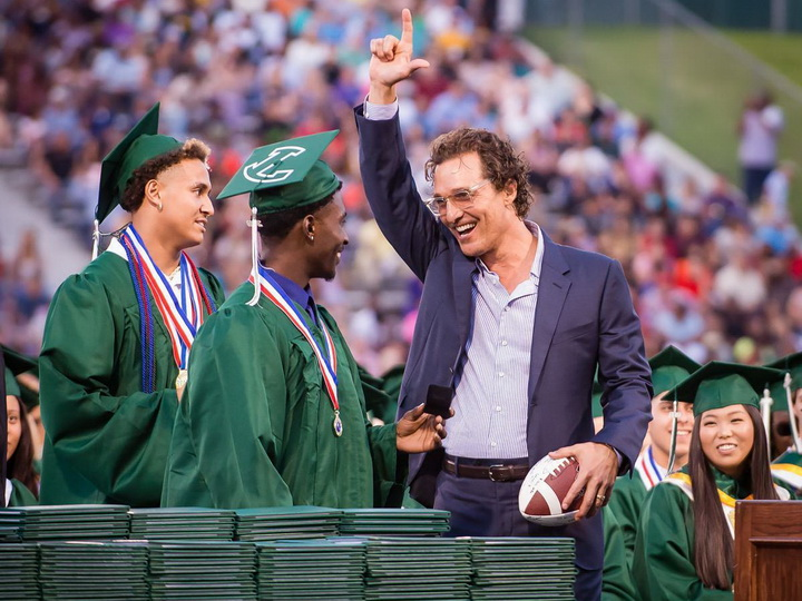 Известный американский актер получил школьный аттестат спустя 31 год после выпуска - ФОТО