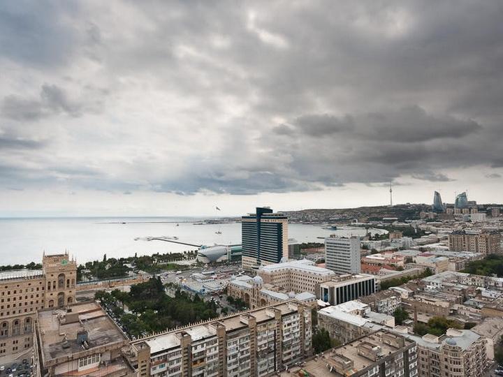 В понедельник в Баку будет туманно, ожидается гроза