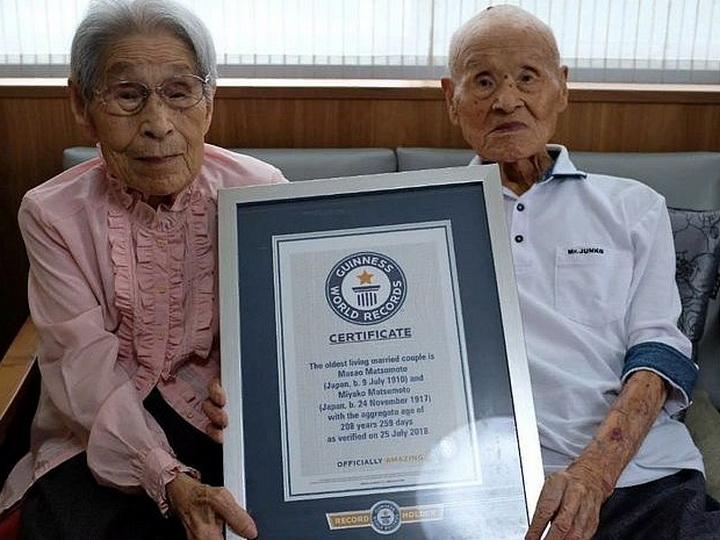 В Японии умер мужчина из старейшей супружеской пары в мире - ФОТО