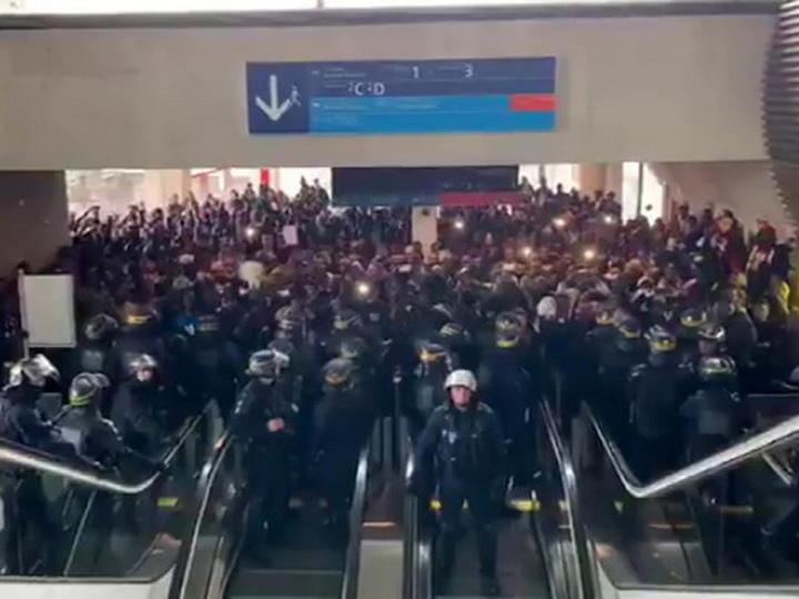 Нелегальные мигранты оккупировали аэропорт Парижа