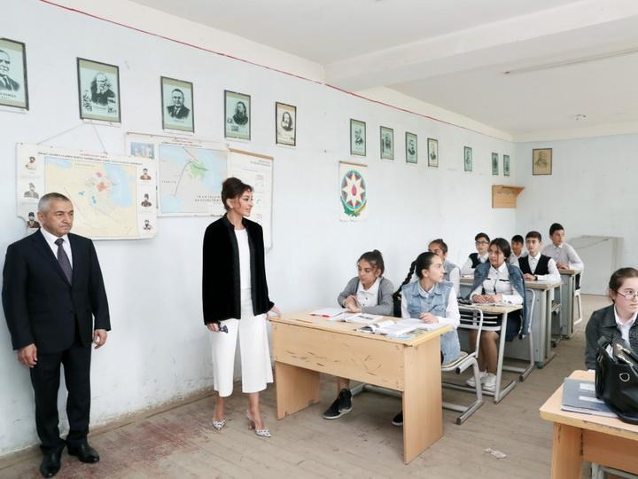 Первый вице-президент Мехрибан Алиева побывала в бакинском поселке Кюрдаханы - ФОТО