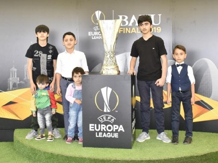 UEFA Avropa Liqasının kuboku Cocuq Mərcanlıda – FOTO