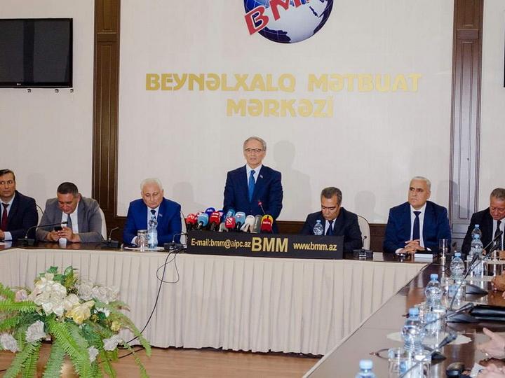В Азербайджане состоялся круглый стол на тему «Взгляд на Азербайджан: политические интересы на уровне прессы» - ФОТО