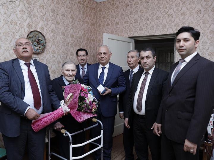 96-летний ветеран ВОВ из Сумгайыта стал Почетным нефтяником - ФОТО