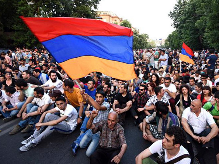 Жители Армении назвали главную проблему страны