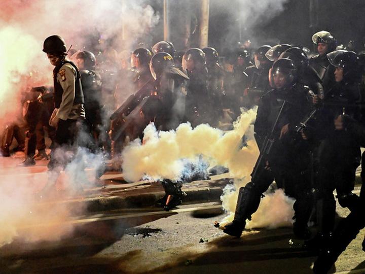 Столкновения в Джакарте: Шестеро погибших и около 200 раненых