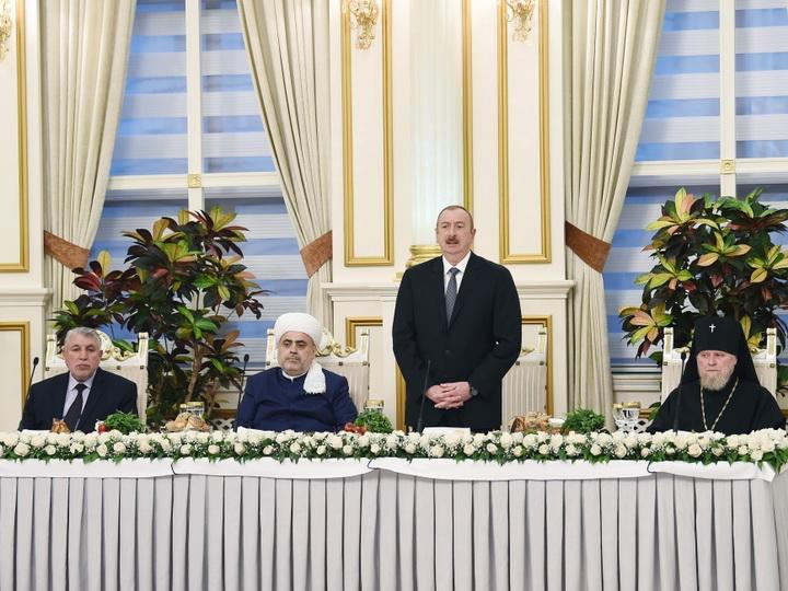 Президент Ильхам Алиев принял участие в церемонии ифтара по случаю священного месяца Рамазан - ФОТО