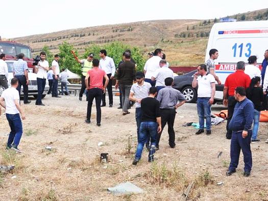 В Азербайджане перевернулся микроавтобус со студентами: Есть погибшая и пострадавшие - ФОТО