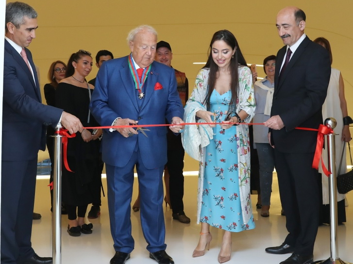 В Центре Гейдара Алиева открылась выставка всемирно известного художника Зураба Церетели - ФОТО