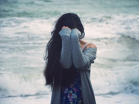 В Баку женщина бросилась в море