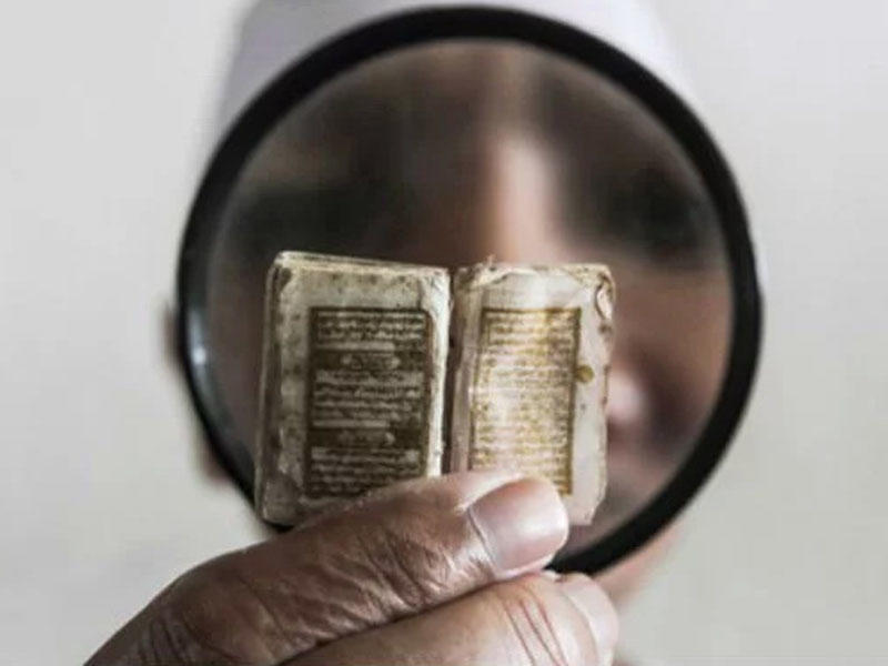 Dünyanın ən kiçik Quran kitabı bu ölkədədir - FOTO