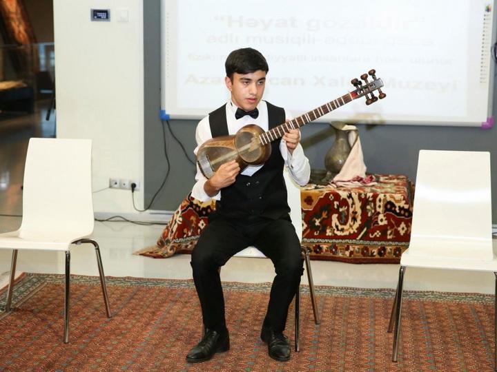 В Азербайджанском музее ковра состоялся поэтический вечер - ФОТО
