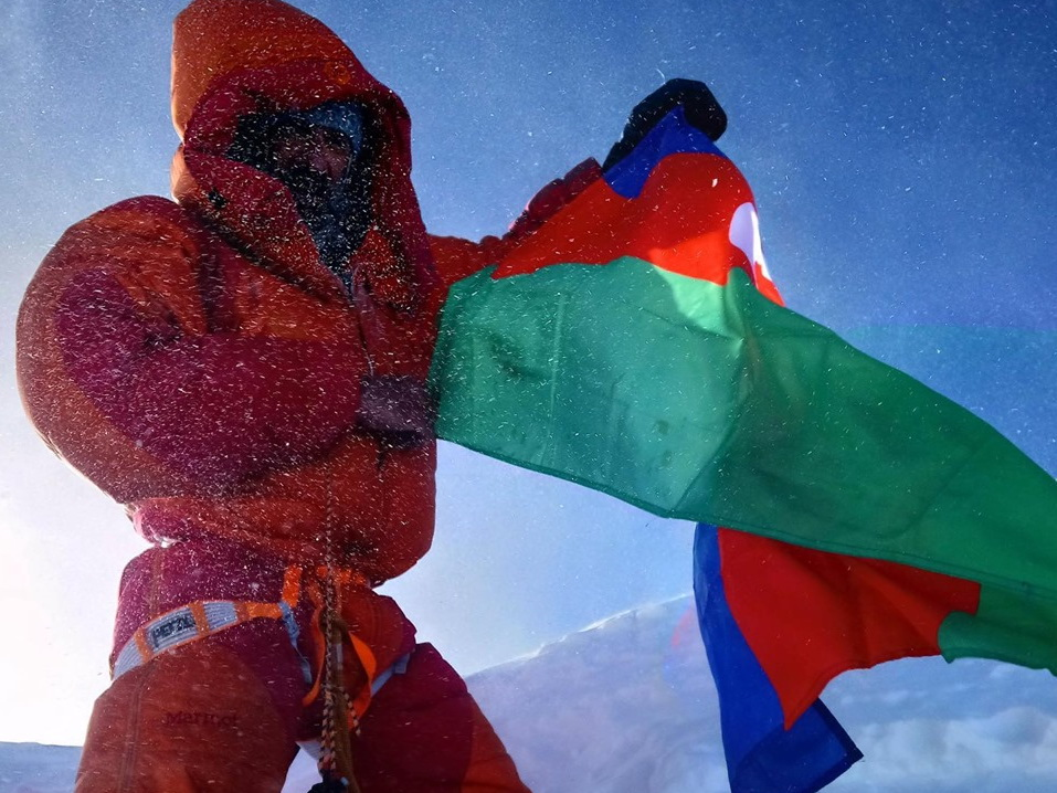 Исрафил Ашурлы посвятил восхождение на Лхоцзе погибшим азербайджанским альпинистам