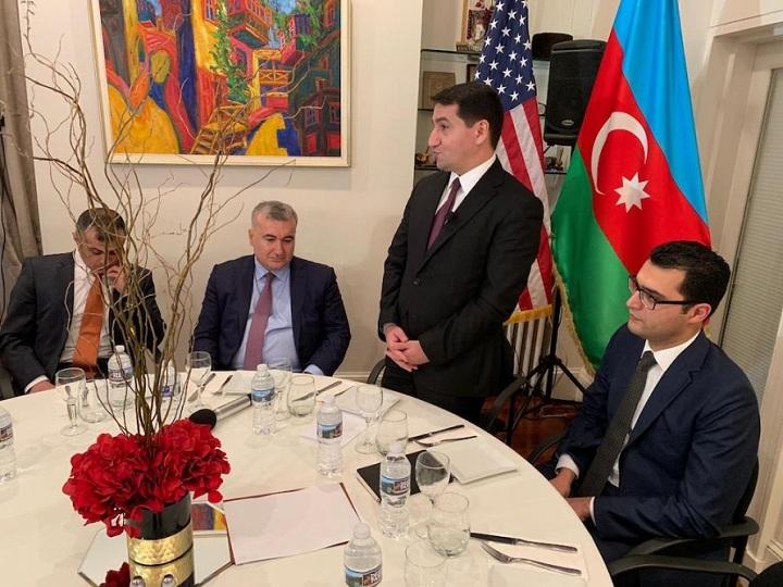 Hikmət Hacıyev Vaşinqtonda azərbaycanlı icma nümayəndələri ilə görüşüb