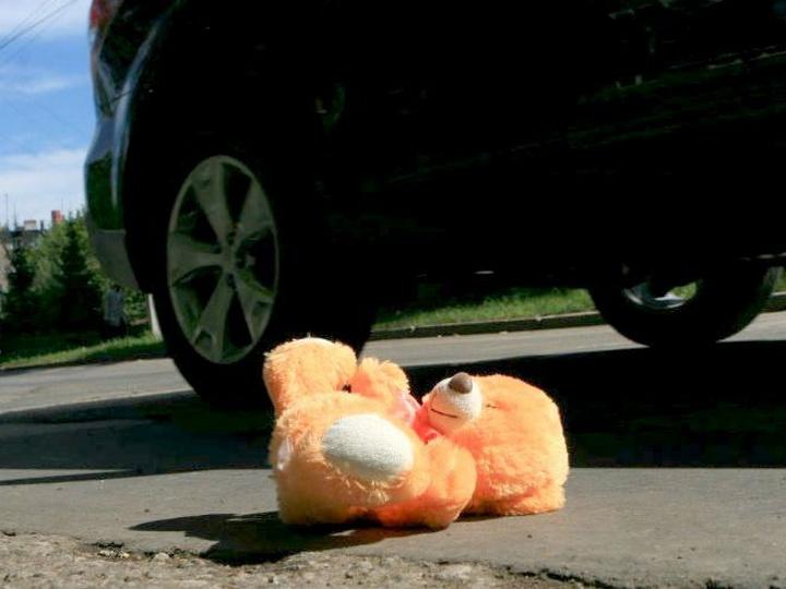 В Азербайджане ребенок погиб под машиной своего отца