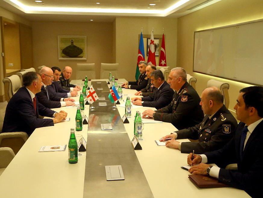 В Габале министр обороны Азербайджана встретился со своим грузинским коллегой – ФОТО