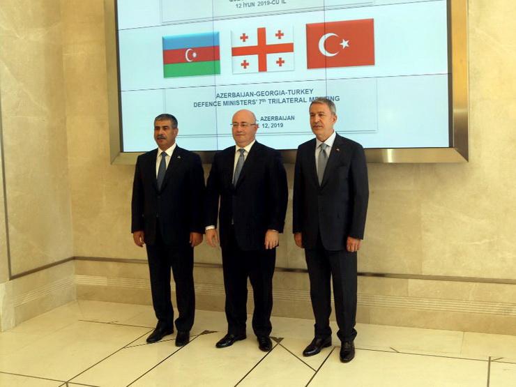 В Габале проходит трехсторонняя встреча министров обороны Азербайджана, Турции и Грузии – ФОТО