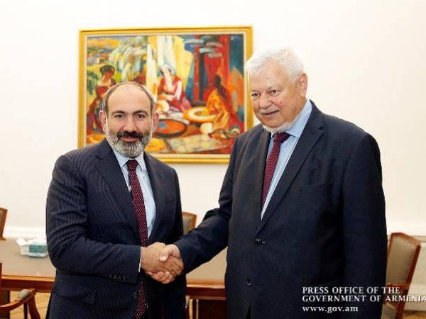 Пашинян и Каспшик обсудили карабахское урегулирование
