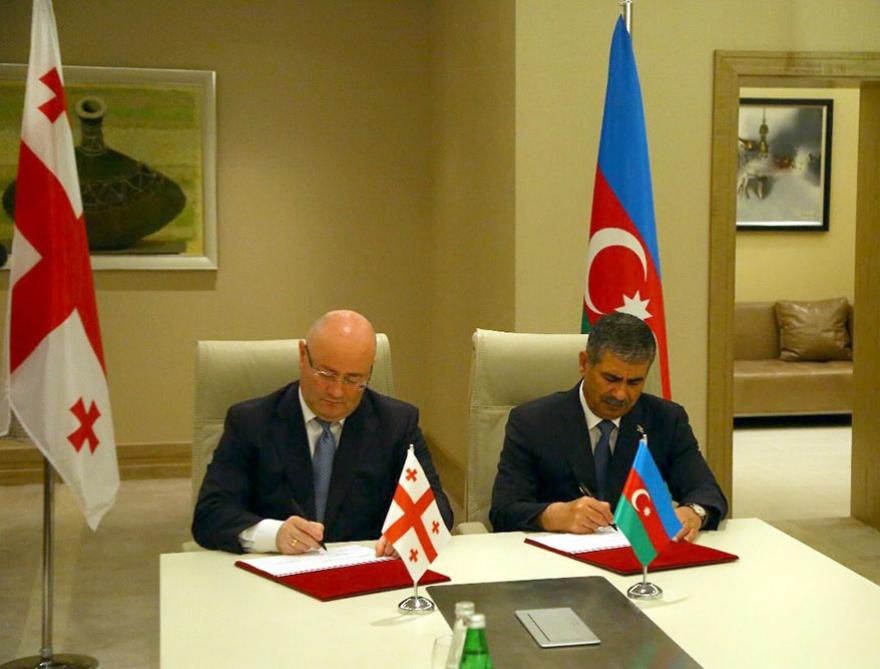 Azərbaycanla Gürcüstan arasında hərbi əməkdaşlıq planı imzalanıb - FOTO