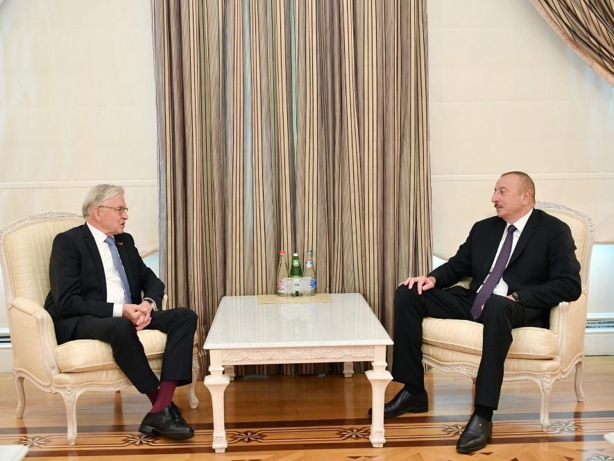 Президент Ильхам Алиев принял председателя группы дружбы Нидерланды - Азербайджан