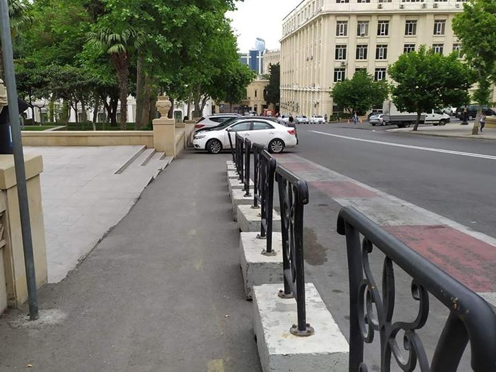 Пешеходам вернули «украденный тротуар» в центре Баку