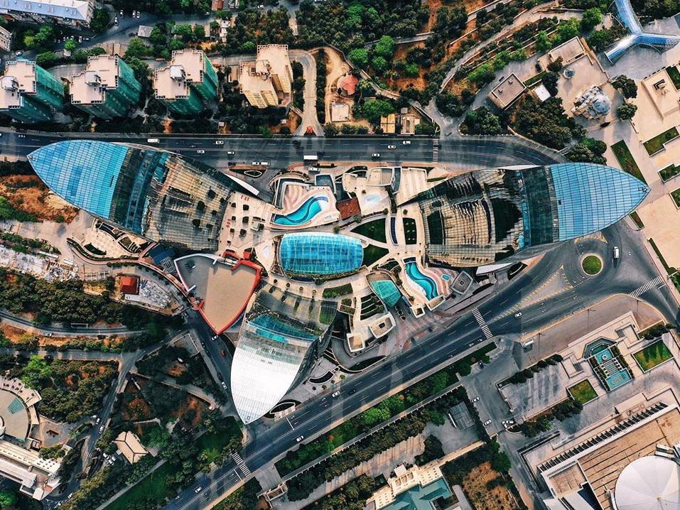 Это впечатляюще: немецкий блогер показал, как Flame Towers выглядит с высоты птичьего полета - ФОТО – ВИДЕО