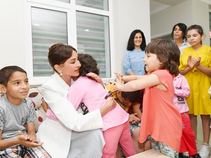 Мехрибан Алиева приняла участие в открытии нового здания детского приюта «Умид йери» в поселке Бина - ФОТО