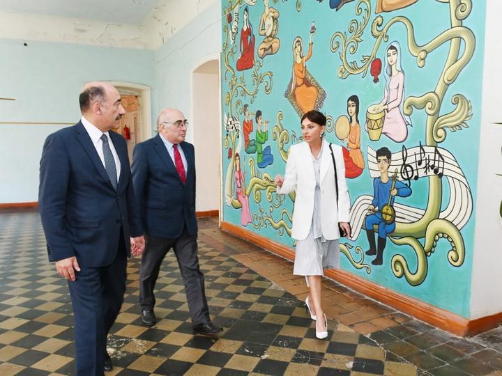 Первый вице-президент Азербайджана ознакомилась с условиями в Детской школе искусств номер 2 - ФОТО