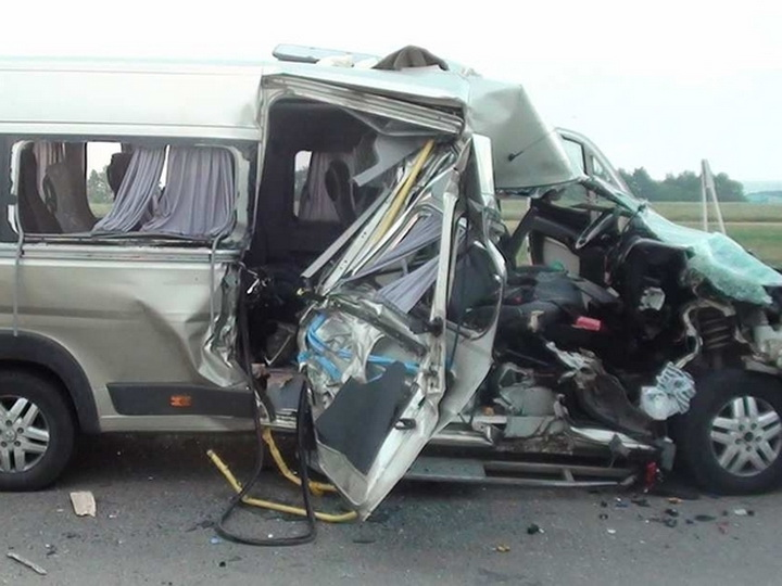 В Гейгеле микроавтобус потерпел аварию, пострадали 8 человек