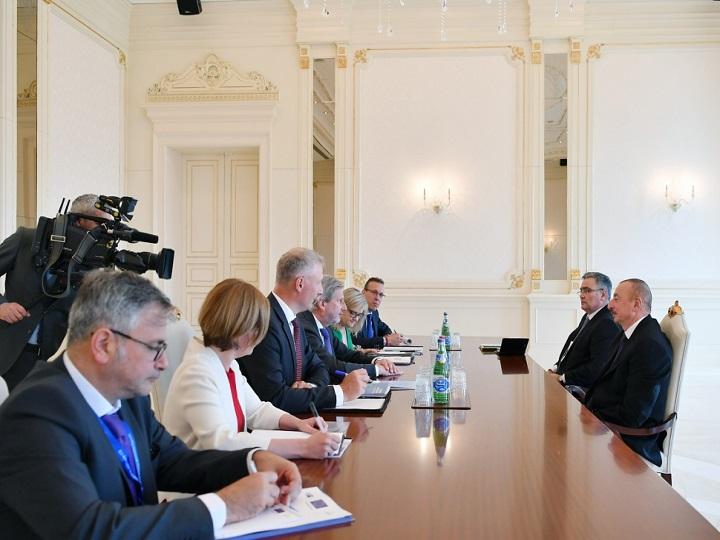 Prezident İlham Əliyev Avropa İttifaqı komissarını qəbul edib - YENİLƏNİB