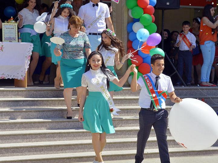 Сегодня в азербайджанских школах прозвенит «последний звонок»