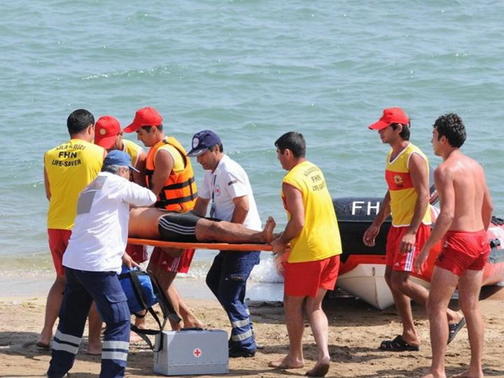 На бакинских пляжах спасли пятерых иностранцев