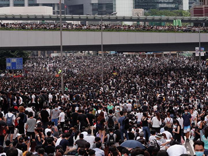 В Гонконге возобновилась многотысячная акция протеста