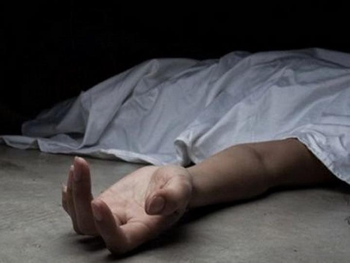 В Баку мужчина упал с балкона и застрял на заборе