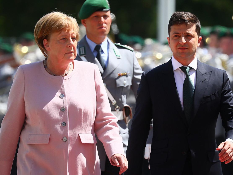 Меркель стало плохо на встрече с Зеленским - ВИДЕО