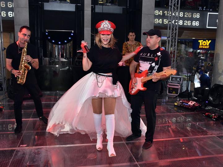 Лотерея «Волнующий сезон» в MEGAFUN стартовала концертом Айгюн Кязимовой – ФОТО
