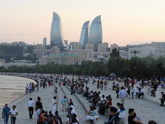 Численность населения Азербайджана выросла еще на 24 тысячи человек