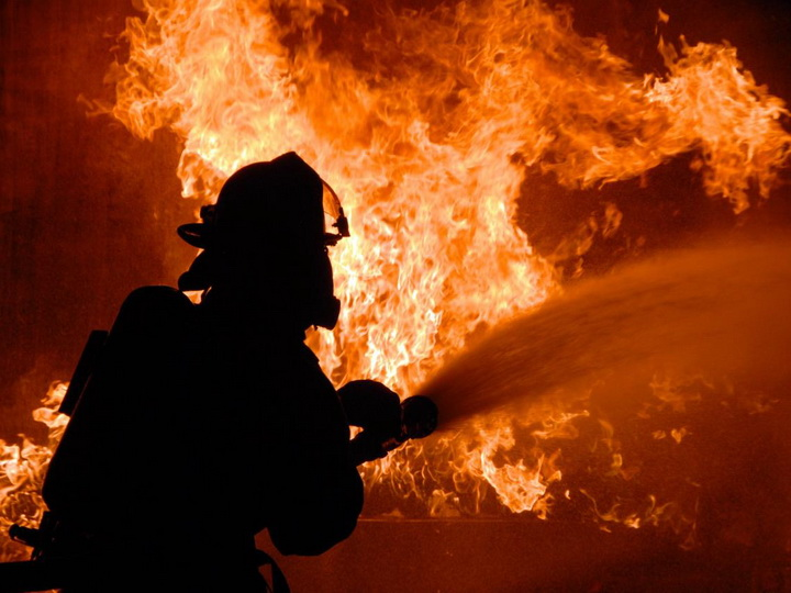 В Стамбуле четыре человека погибли при пожаре на фабрике