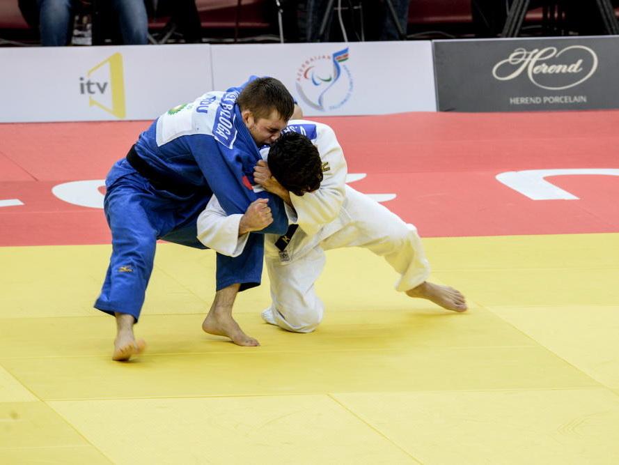 Хидаят Гейдаров победил Карапетяна и поборется за бронзу