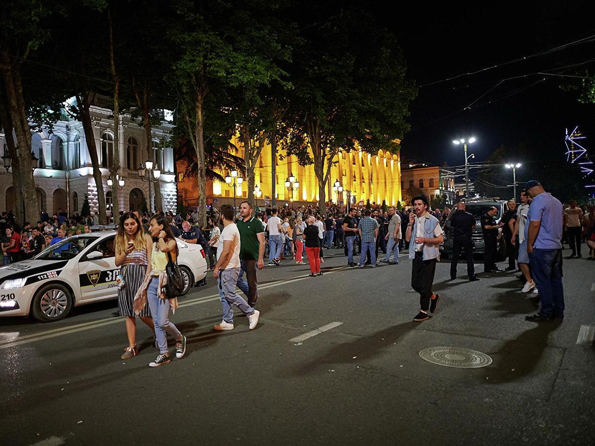 У здания парламента в Тбилиси началась акция протеста