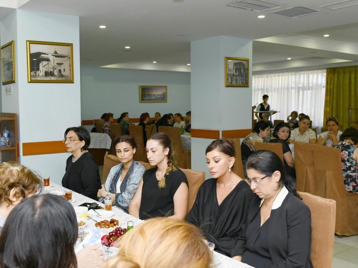 Мехрибан Алиева приняла участие в церемонии поминовения Ширмамеда Гусейнова - ФОТО