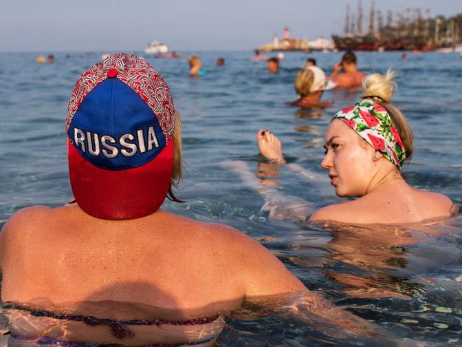 Опрос: 23% российских туристов проведут отпуск в Азербайджане и Армении