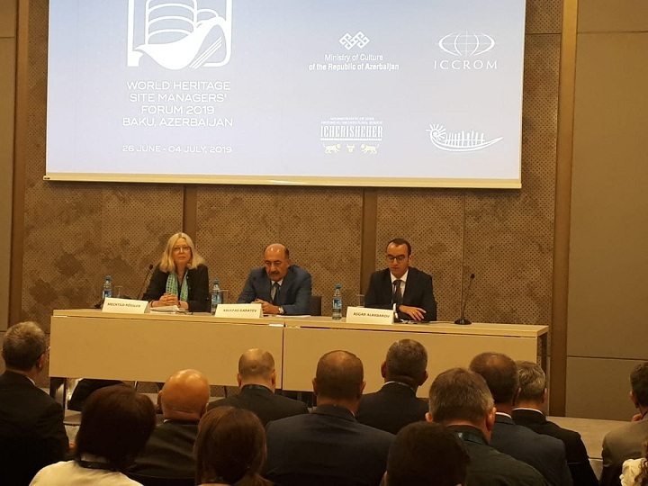 В Баку проходит Форум менеджеров по памятникам