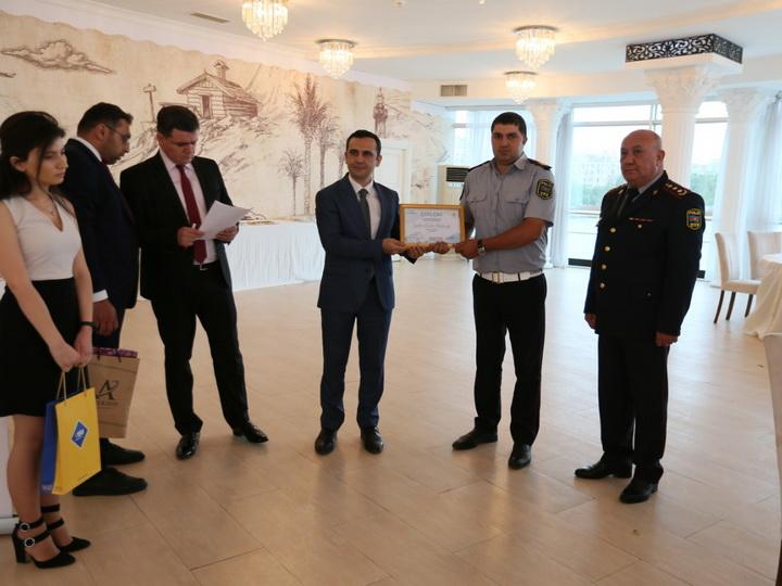 Дорожная полиция Баку наградила примерных водителей и инспекторов – ФОТО
