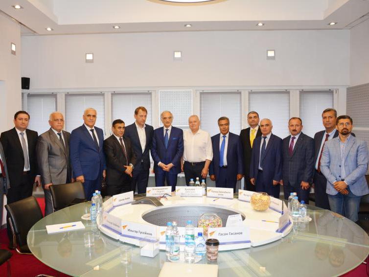 Продолжается визит глав азербайджанских СМИ в Москву – ФОТО
