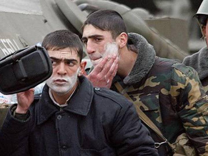 Армянский солдат отказался возвращаться в армию после отпуска и угрожает покончить с собой