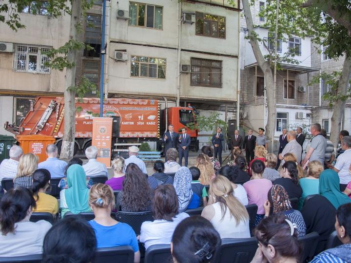«С заботой об экологии Баку»: Жителям столицы объясняют преимущества сортировки мусора - ФОТО