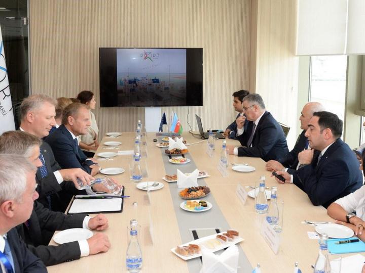 Avropa İttifaqı Şurasının Prezidenti Donald Tusk Bakı Limanının fəaliyyəti ilə tanış olub - FOTO