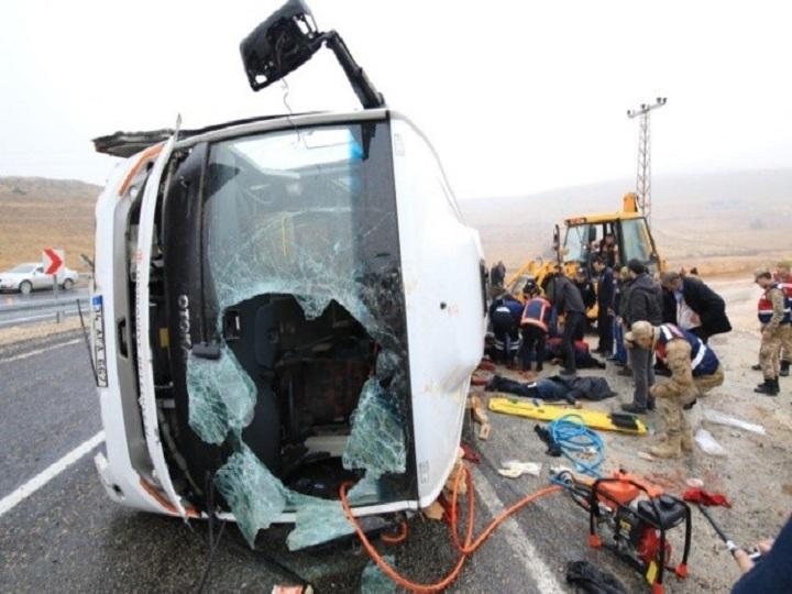 Şəkidə avtobus qəzası: 2 turist yaralanıb