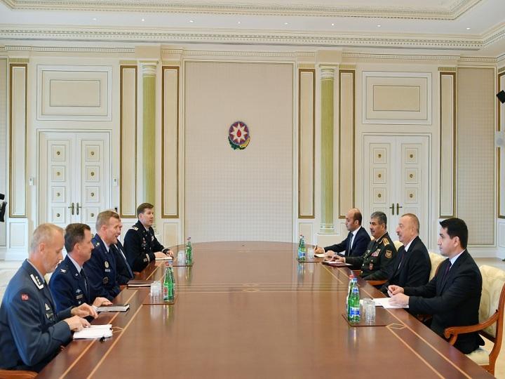 İlham Əliyev NATO Müttəfiq Qüvvələrinin Avropadakı Ali Komandanını qəbul edib